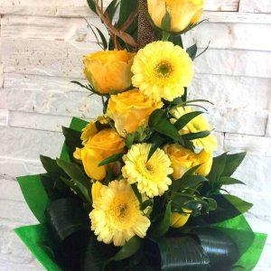 Hosszú csokor vegyes virágokból