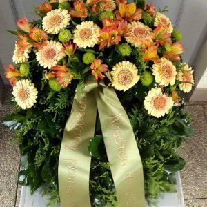 Görög koszorú egy ponton díszített vegyes virágokból 8833
