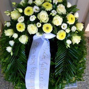 Görög koszorú egy ponton díszített vegyes virágokból gerberával, rózsával 8816