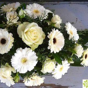 Tűzött sírcsokor fehér virágokból 2071
